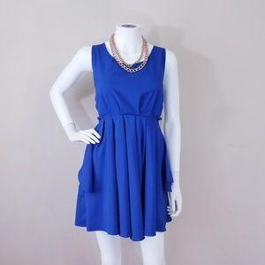 Dresses & Skirts - Flowy Cutout Dress